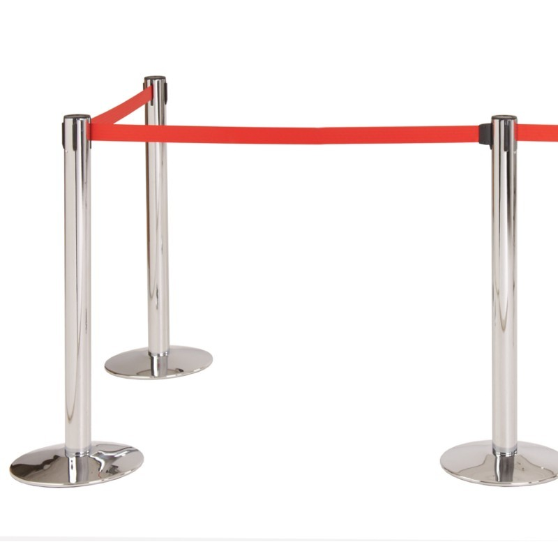 red retractable barrier